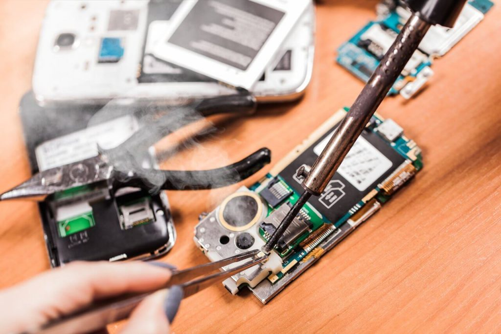 Get the iPhone repair without taking any risk when you don't have time
